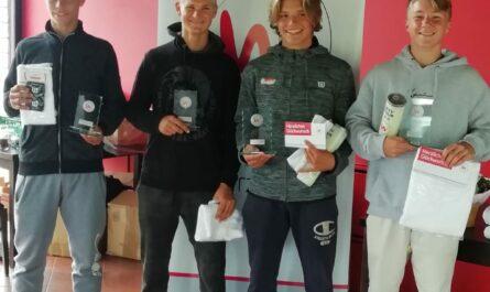 Ben erzielt den zweiten Platz beim Doppel U16